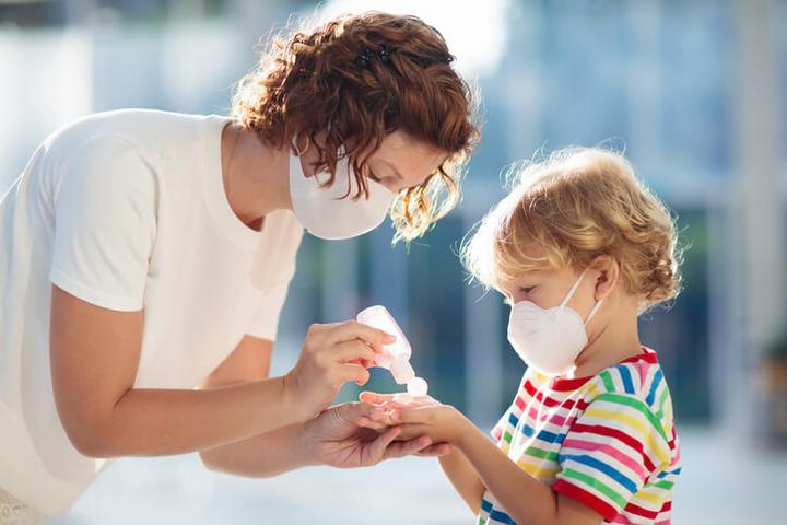 Bambini e covid, le responsabilità della scuola e dei genitori