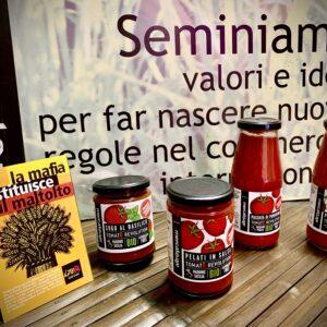 Tomato revolution, a Novi i pomodori anti-caporalato