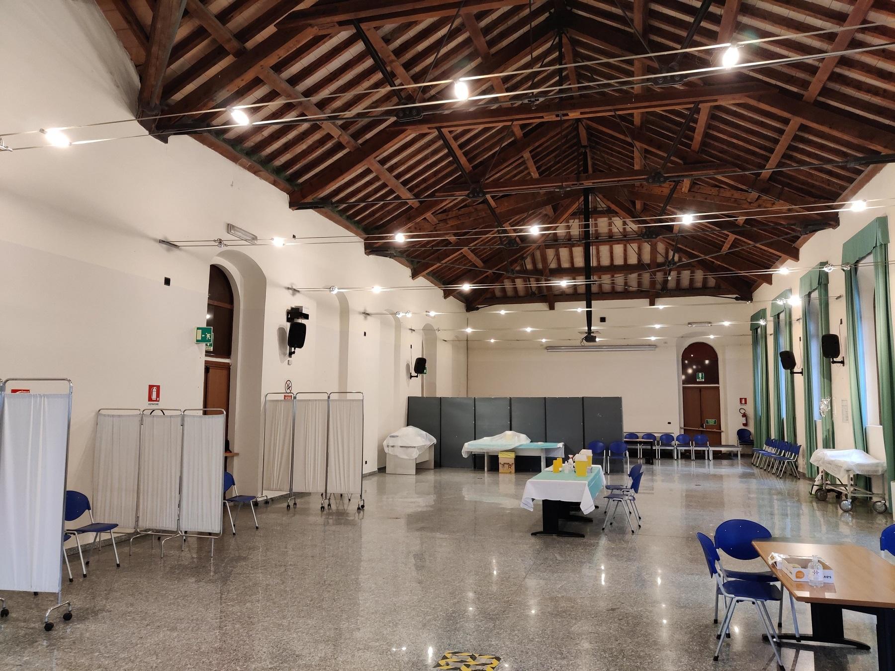 Centro vaccinale di Tortona: la disorganizzazione e la carenza di personale la fanno da padrone
