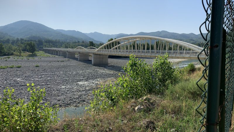Arquata, l'assurdo ponte di Vocemola